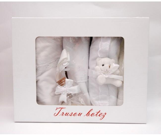 Trusou botez alb cu ursulet - set complet pentru biserica