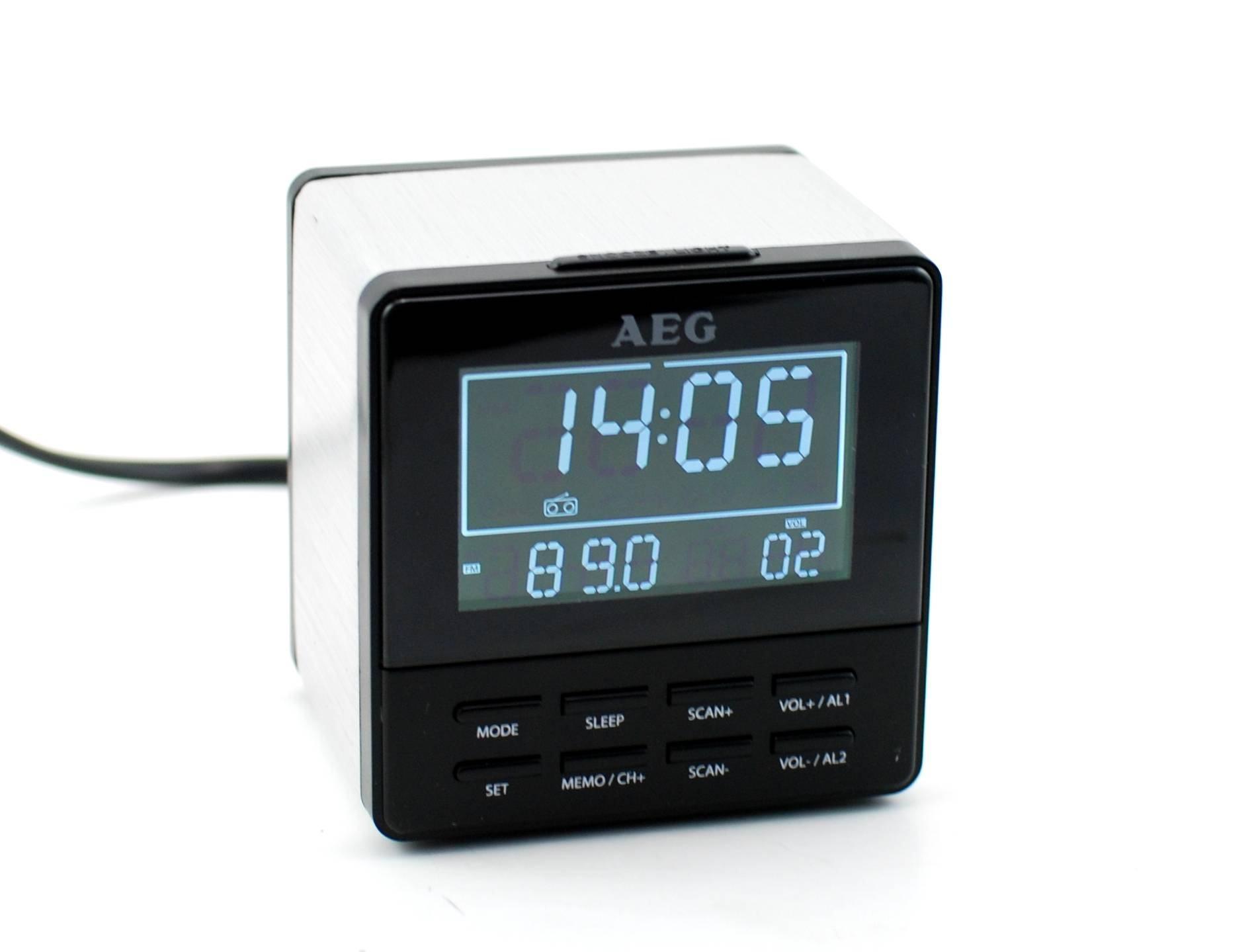 Ceas cu lumina permanenta LED, alarma si radio FM, design deosebit - AEG MINI CUB