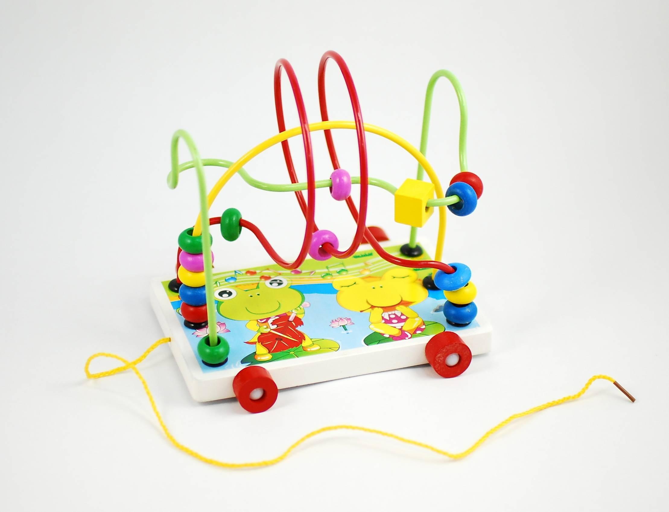 Jucarie creativa labirint din lemn, cu roti - Jucariea poate fi trasa de sfoara de cei mici!